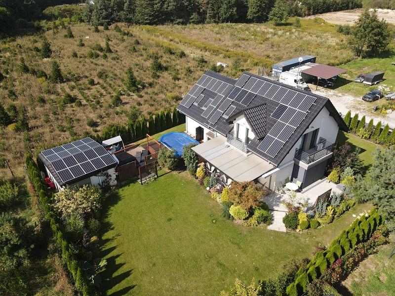 panele fotowoltaiczne na dachu