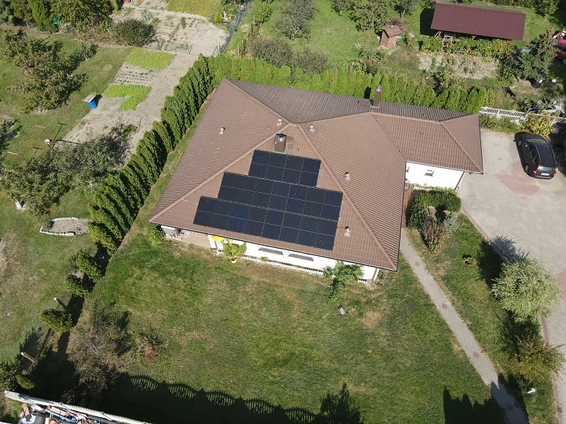 panele solarne na dachu